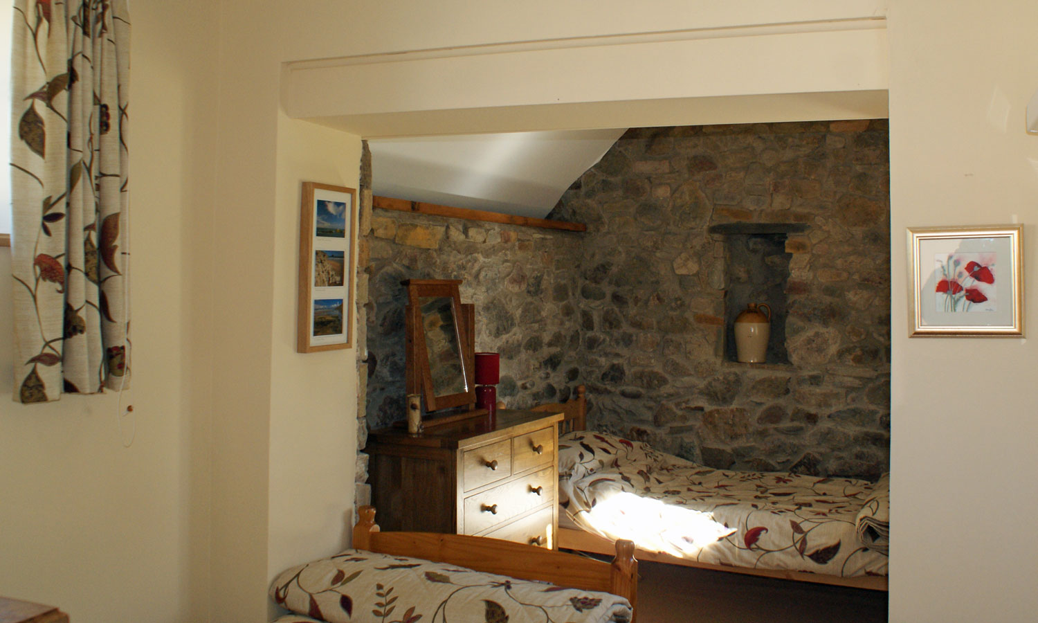 Natural stone walls in Eynons Holiday cottage - twin bedroom