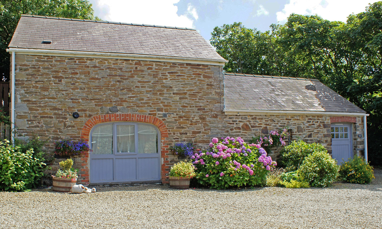 Meadow Barn Holiday Cottage - quality accommodation for 4 people close to Newgale Beach