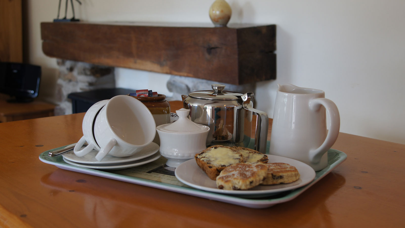 A warm welome at Mincorn Holiday Cottage - welcome plate of cakes